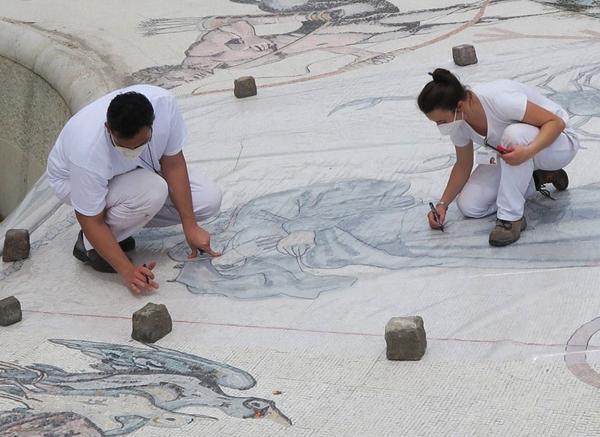 Restauro della fontana dello zodiaco di piazza Tacito